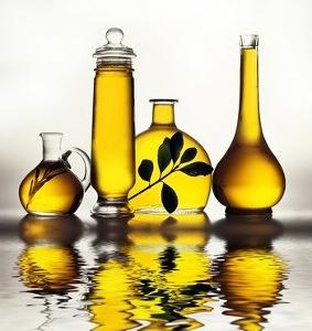 A Guide to Non-Comedogenic Facial Oils | Our Top Choices
